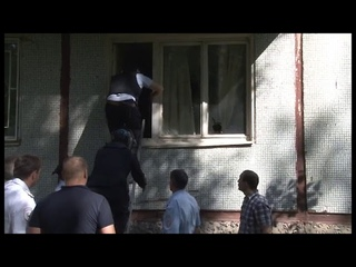 Видео задержания туляка, угрожавшего взорвать многоквартирный дом
