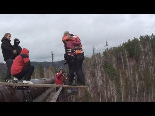 Тандем Чертов мост. . Женя прыгает с подругой.