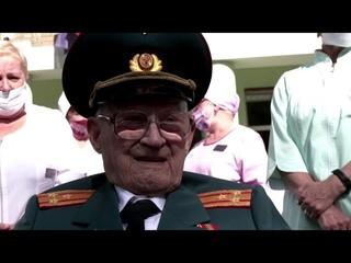 102-year-old WW2 veteran beats COVID-19/102-летний ветеран Второй мировой войны победил COVID-19