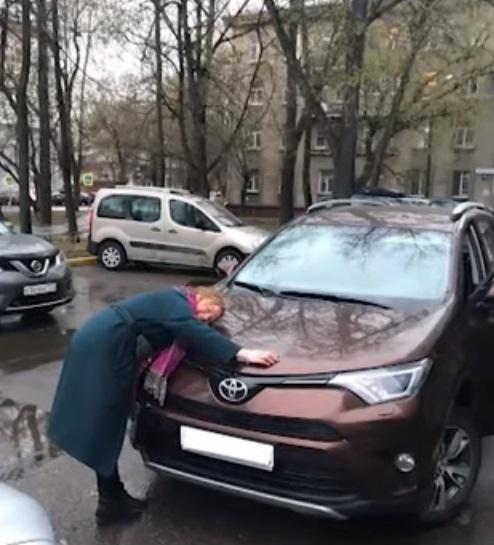 Москвичка нашла объявление о продаже своей угнанно...