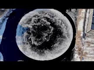 Вращающийся ледяной диск в Уэстбруке