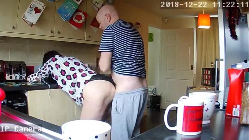 Housewife Milf Mum Mom Shagged Kitchen - Hidden IP Camera Скрытая камера снимает как домохозяйку насилуют у нее дома секс порно