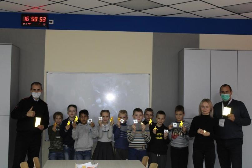 Брянские дети приняли участие в тематическом мастер-классе по изготовлению световозвращателей, изображение №14