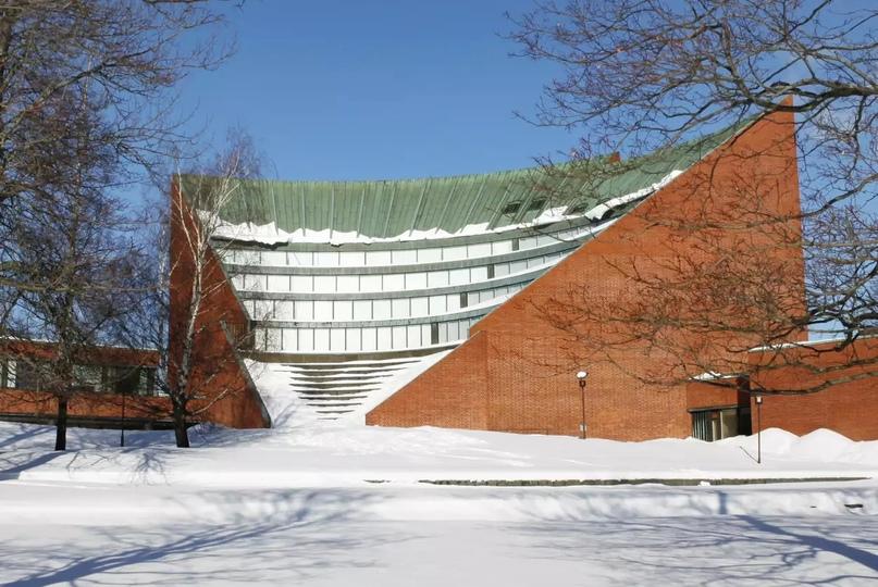 Центр бакалавриата Университета Аалто (Отакаари 1). Пресс-фото любезно предоставлено Университетом Аалто (обрезано)