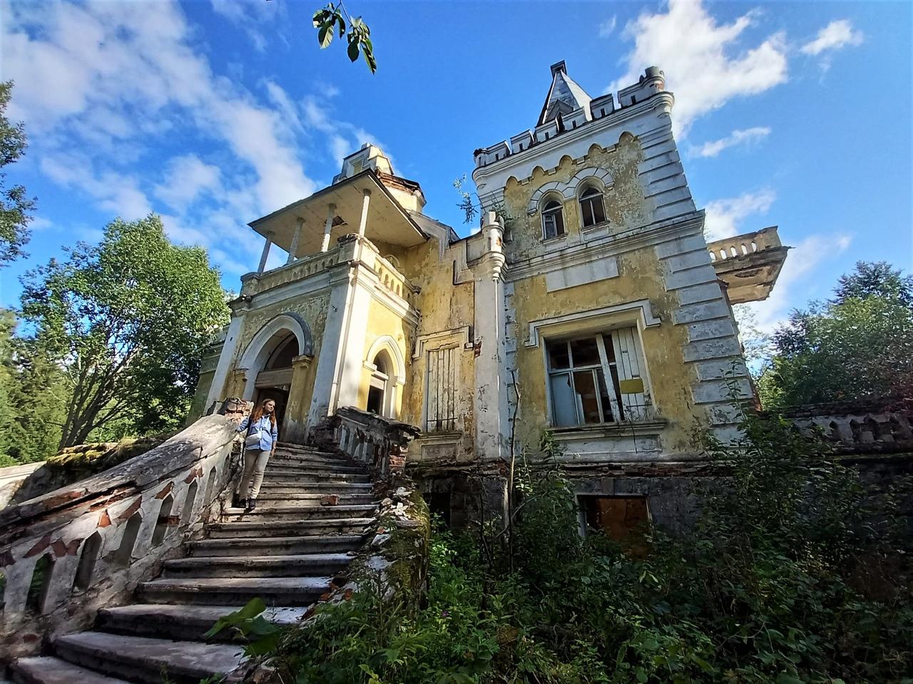 Тверская область, Ивановское. Усадьба Сназина - Гаслера и озеро Волчино. Сказочный замок в лесу.