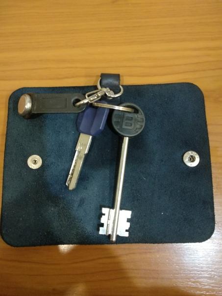 Найдены ключи, около ТЦ