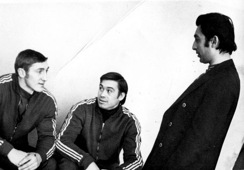 Борис Акбашев (крайний справа)