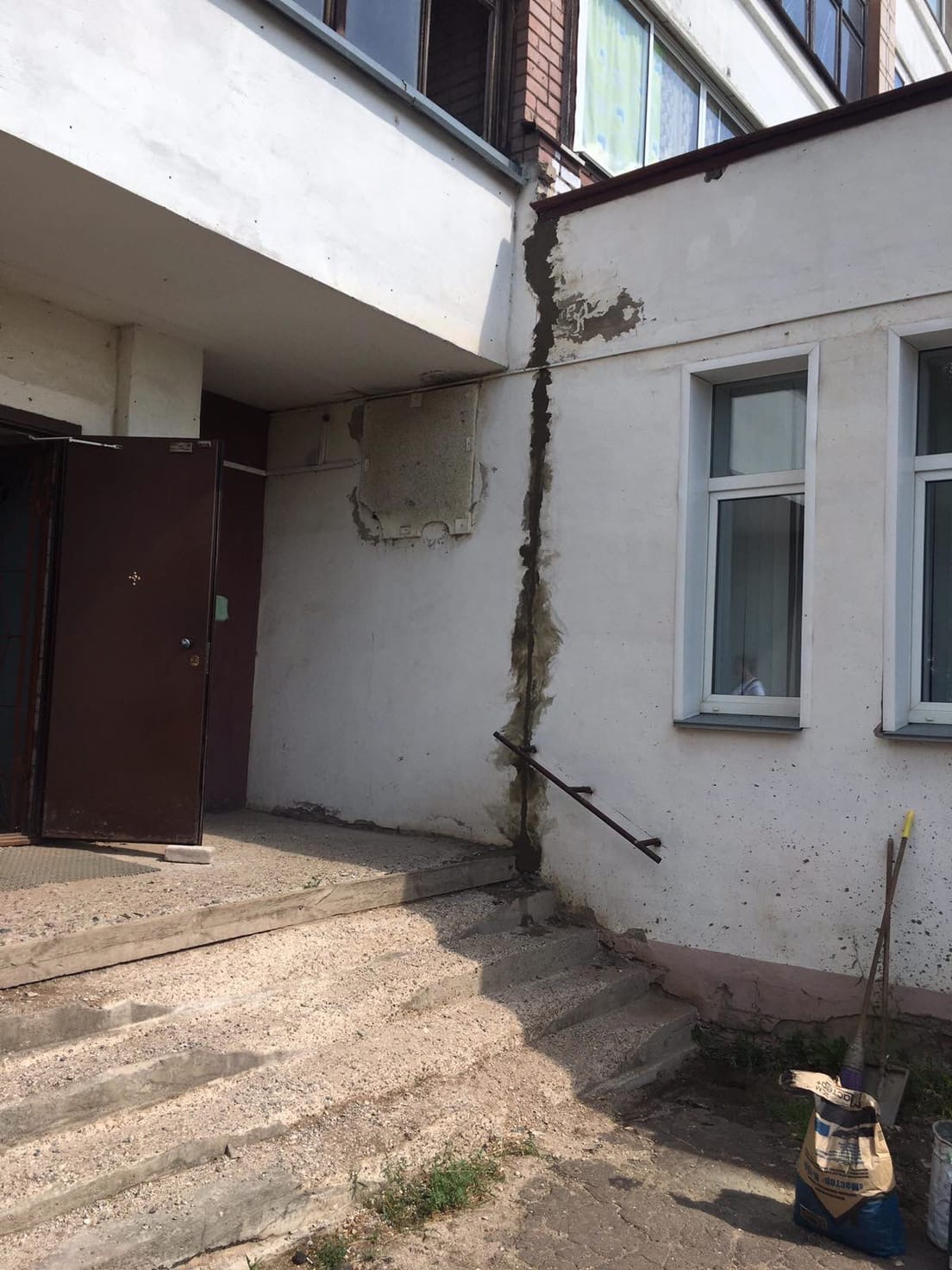 Улица Московская дом 103. Заделка трещин на