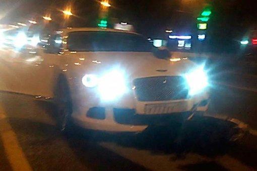 Блогер Ирина Ледник на Bentley сбила 11-летнего ребёнка на зебре на западе Москвы.
