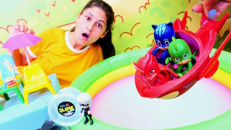 Disney Pijamaskeliler oyuncakları havuzda yüzüyorlar Ayşe Ay Kızı'nın kötü planını fark ediyor
